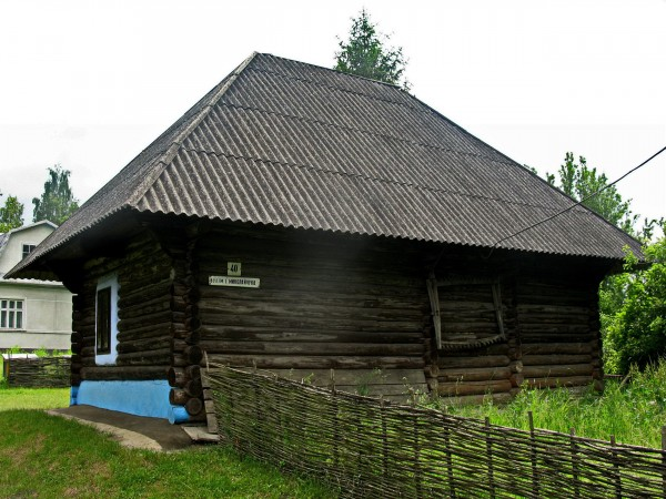 Уряд зобов'язав чернівецьких чиновників побудувати музей Івана Миколайчука в Чорториї